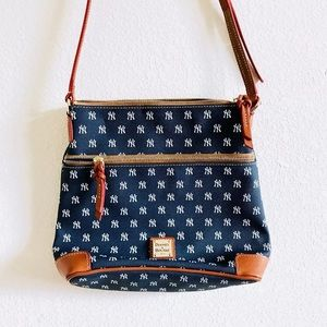NEW DOONEY & BOURKE YANKEE MLB CROSSBODY PURSE